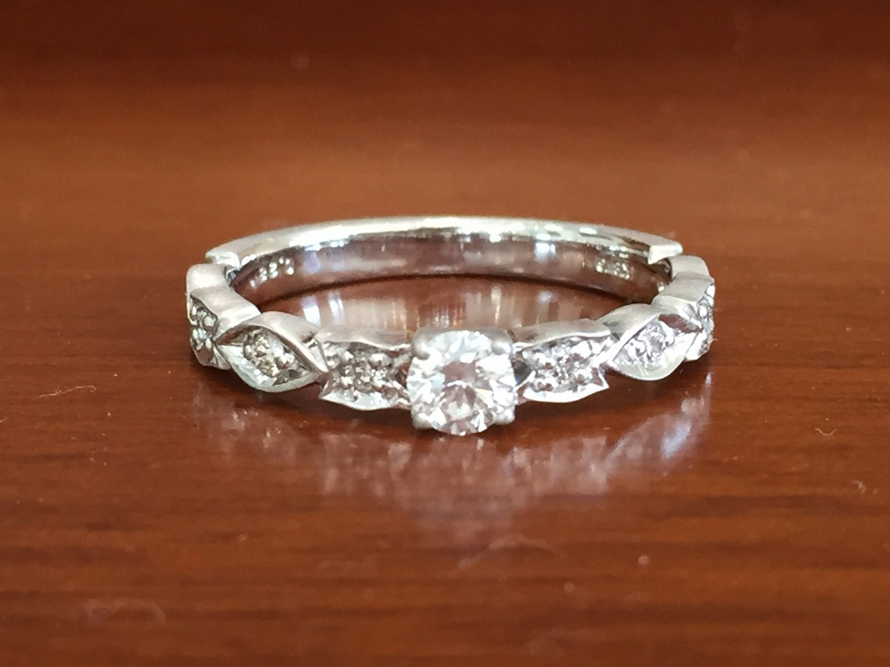 ローリーロドキン、婚約指輪